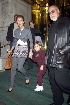 .  16/10/2004 : Céline quittait New-York direction le Québec avec sa petite famille.