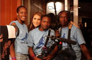 .  01/02/2010 : Céline Dion a participé à l'enregistrement de la 'We Are the World' pour soutenir Haïti    Cela suite aux tremblements de magnitude 7 qui a touché le pays le 12 janvier 2010.[/font=Arial]    .