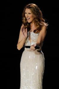 """.  15/03/2011 : Céline est de retour à Las Vegas et y présente son nouveau show """"Celine"""".  Elle fait également une conférence de presse après le show pour répondre aux questions des journalistes.[/font=Arial]    ."""