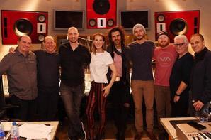 .  07/12/2017 : Nouvelles photos de Céline en studio. Céline continue de préparer son prochain album anglais avec son équipe.  .