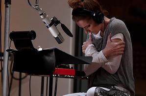 13/12/2017 : Nouvelles photos de Céline en studio. Céline est aux côtés de la chanteuse Maty Noyes et du compositeur Stephan Moccio