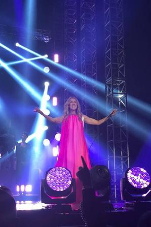 .  07/07/2018 :Après Singapour, Céline était à Jakarta en Indonésie. Quelle élégance folle, Céline sublime tout, elle est merveilleuse à mes yeux♥  .