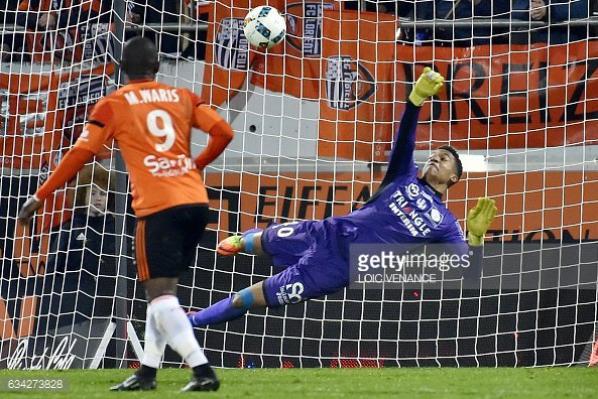 Florilége de photos d'Alban Lafont lors du match Lorient TFC du 08/02/2017