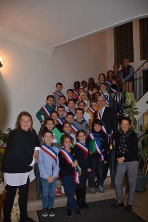 Félicitations au 31 nouveaux jeunes conseillers, officiellement installés par Jérôme Joannet, Maire de Bellerive, mardi 14 novembre 2017 en l'Hôtel de Ville.