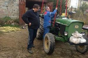 la remorque que mon cheri a fait et refait un vieu tracteur mon pro jtm mon homme