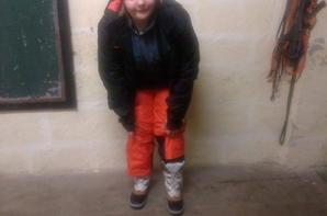 nous et ma poulette avec sa tenue pour aller aux skie avec son collège