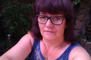 nouvelle couleur de cheveux avec la robe que mon homme m a offert