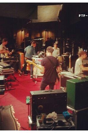 Photos d'une des répétitions pour un de leur passage sur scène.
