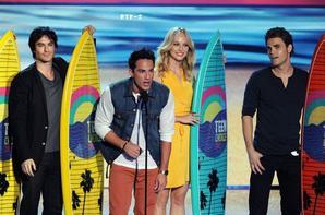 Comme promis un article sur les Teen Choice Awards 2012, qui ce sont déroulés cette nuit à 00:00: (heure Française). Malheureusement pour nous nos Loulous n'ont remportés aucun prix (malgré le nombre de groupe sur facebook qui les soutenais, le nombre de Tweet d'encouragement, ect..) Malgré tout nous revenons en images sur cette cérémonie.