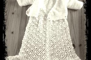 La robe de baptême et son cache coeur