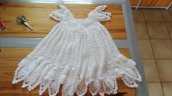 Et voici ma nouvelle réalisation robe de bapteme 9/12 mois