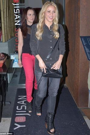 Shakira a la sortie du restaurent avec sa famille