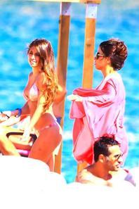 Daniella Semaa et Antonella Roccuzzo a Ibiza