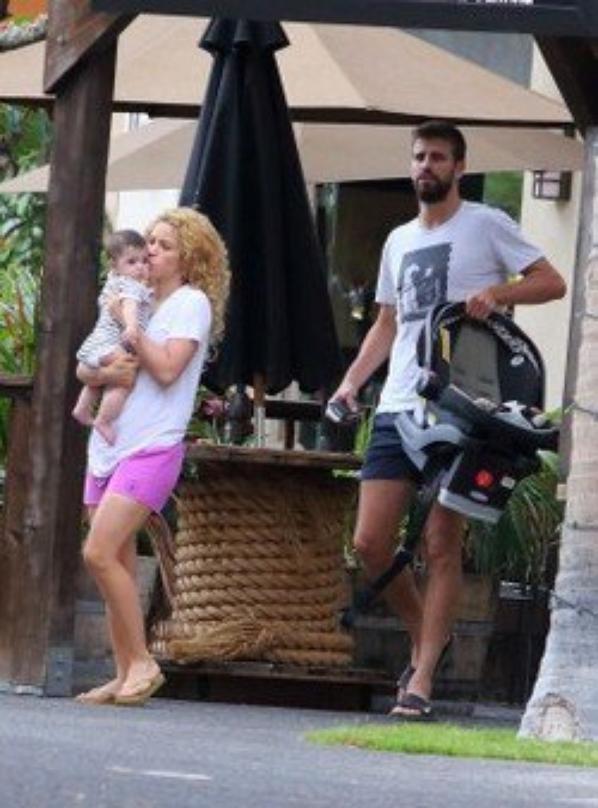 Gerard Piqué, Shakira et Milan a Hawai le 23 - 07