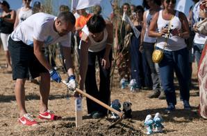 Andres Iniesta Los Pitufos 2 reboisement d'événement symbolique à Riscos le 23 Juillet