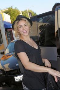 Shakira apres l'enregistrement de ses nouvelles chonsons le 10 - 08