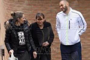 Karim Benzema, sa mére et sa soeur a l'hopital Jimenez Diaz le 04 - 02