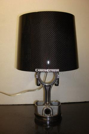 lampe de chevet base piston Porsche abat jour carbone
