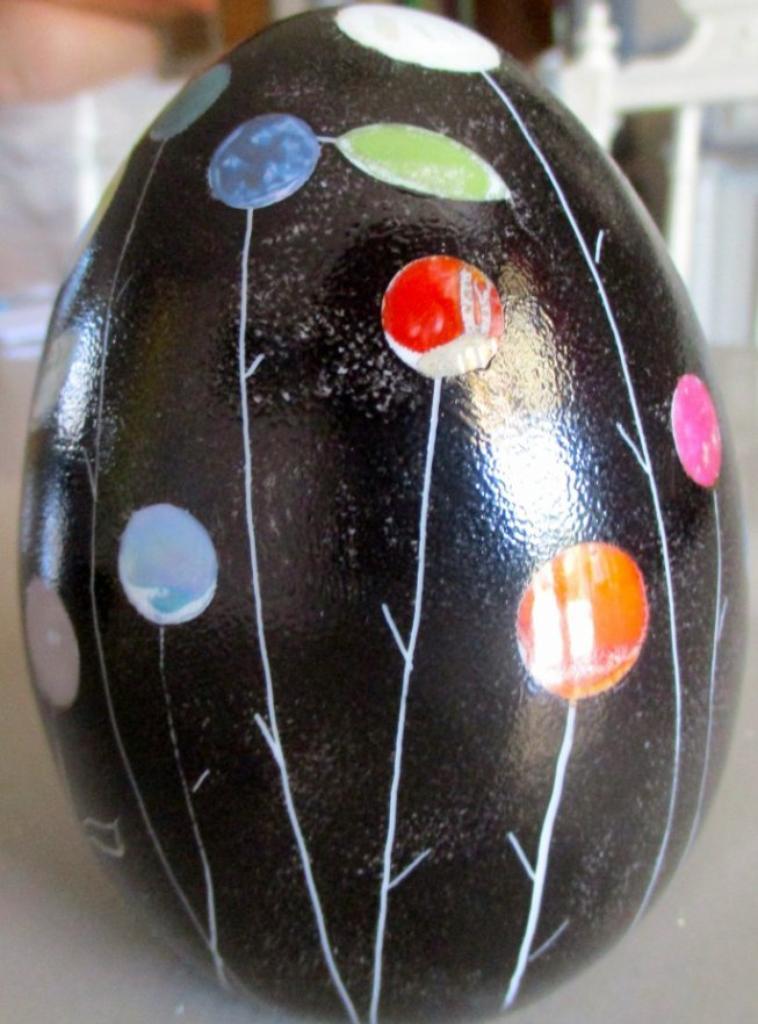Oeuf décoratif , 12cm de haut (vendu )