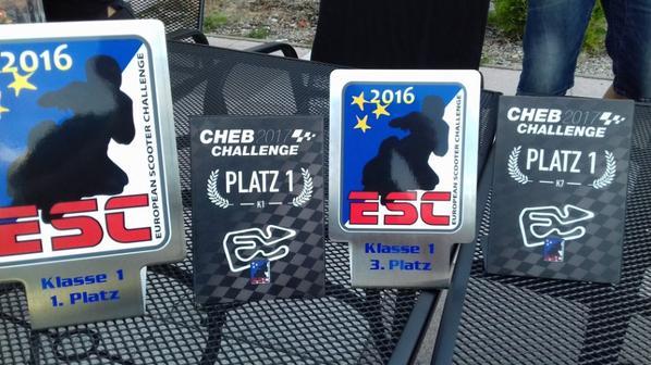 retour de tchequie , a gauche le titre 2016 et a sa droite la place du jour les deux a droite pour un pote !!!