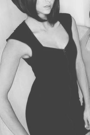 Nina dobrev s'habile sexy pour halloween
