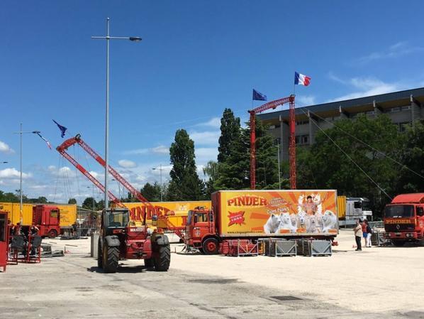 aujourd hui le cirque PINDER s installe à dijon !!!!