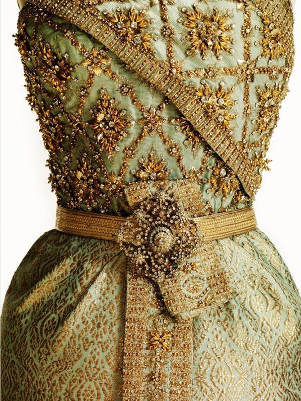 Thai Chakri conçue par Balmain pour la reine Sirikit de Thaïlande, 1967