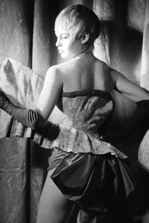 Brigitte Bardot, En effeuillant la Marguerite  Plumaison de la marguerite , 1956