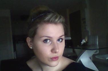 NOUVELLE vidéo:maquillage de jour rapide et idée coiffure donuts ! voici la vidéo et les photos en dessous!Dites moi ce que vous en pensez!