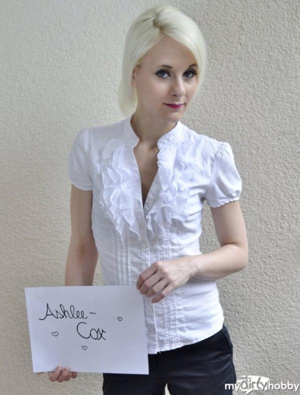 Belle blonde  Ashlee Cox