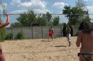 Match de volley entre potes....
