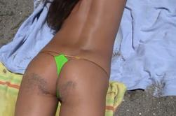 Bronzette à la plage .....