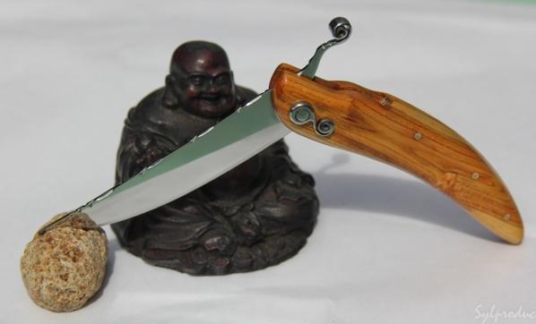 14ème couteau un pied monté 'ressort'