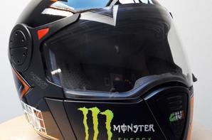 casque moto peint au pistolet et à l'aérographe