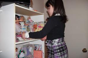 Ma petite-fille en 2013 qui s'amuse avec ma collection