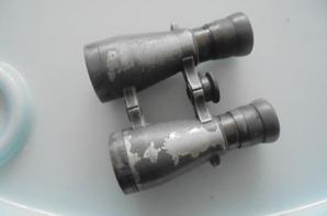 une paire de jumelle 08 allemande et un briquet de poilu