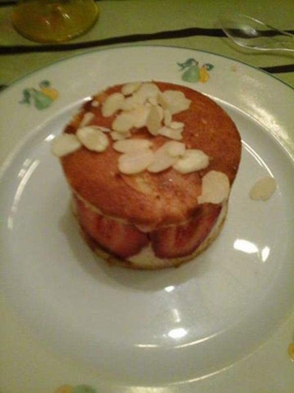 hier soir javais des invites ,je leur ai faitces super bons fraisiers,ce sont mes1er mais alors un regal,fait avec des gariguettes