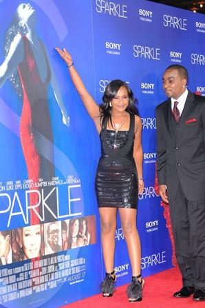 (Photos) Bobbi Kristina : Elle s'affiche en couple avec son frère adoptif pour la première de Sparkle !