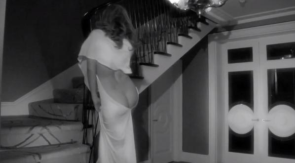 (Vidéo) Kylie Minogue: Découvrez la robe dos nu de la diva dans sa derniere pub