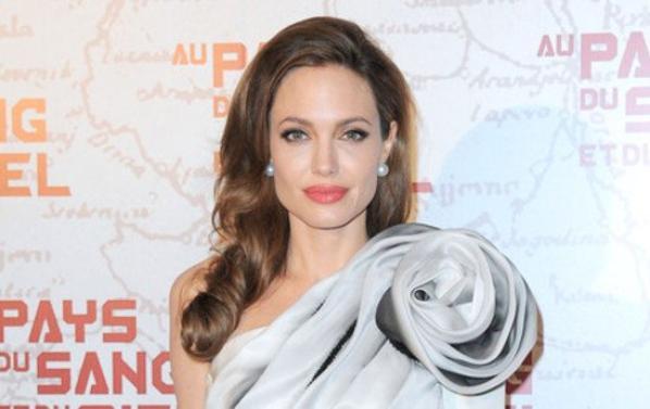Angelina Joli : Elle a choisi la créatrice de sa robe de mariée