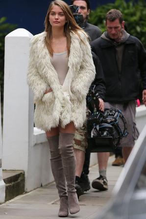 Kate Moss: Elle aurait utilisée un doublure corps sur sa dernière pub pour Stuart Weitzman