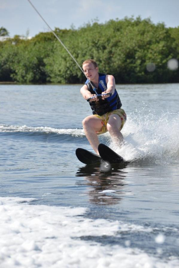 mo entrin de faire du ski nautique au club med a cancun en aout 2013
