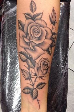 Jesy Nelson et son nouveau tatouage rose