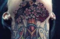 Les tattoos de d'sous l'menton là! (Oui oui, je suis Bourguignonne)