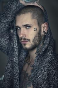 Dawid Auguscik -modèle et tatoueur-