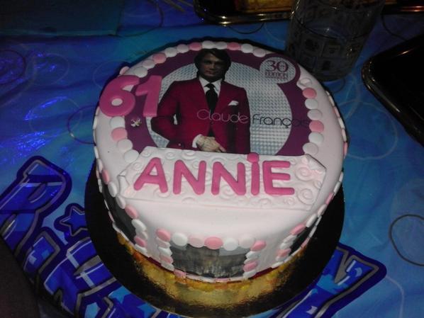 gâteau pour mon anniversaire dessus cloclo et tout autour mes enfants et petits enfants