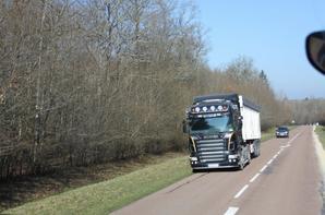 je vais ajouter quelque photo des beau camion vu pendant mon stage :)
