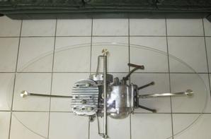 Fabrication d'une table avec un moteur monet goyon 350cc de 1931