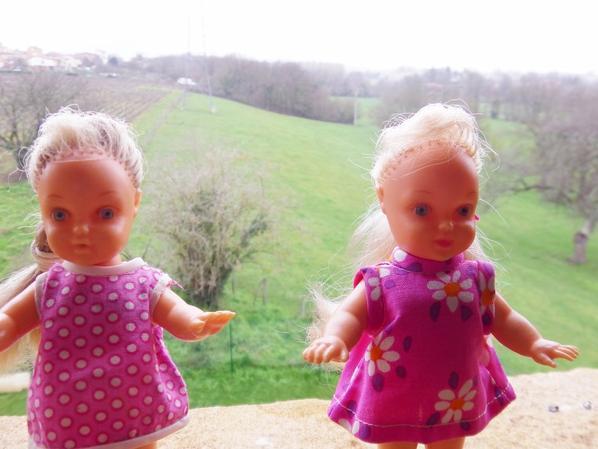 Deux nouvelles petites blondinettes Microbe 0 - pieds nus les pauvrettes