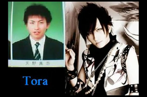 Tora, Kai, Uruha, Reita et Bou bébé/lycéen
